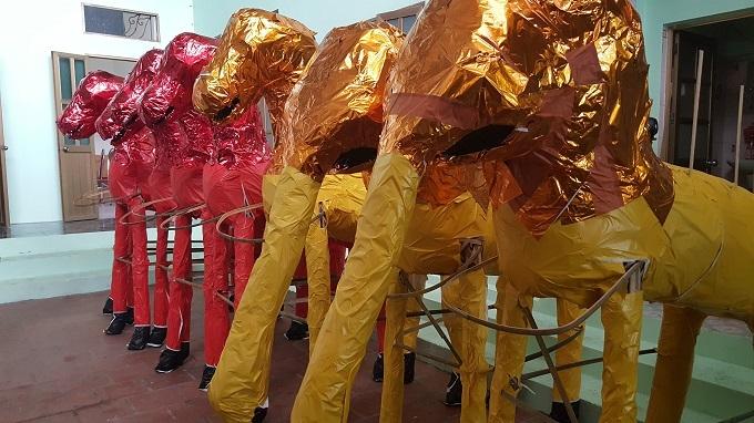 'Đại gia cô hồn': Trong nhà cả trăm sổ đỏ, sẵn chục cô chân dài