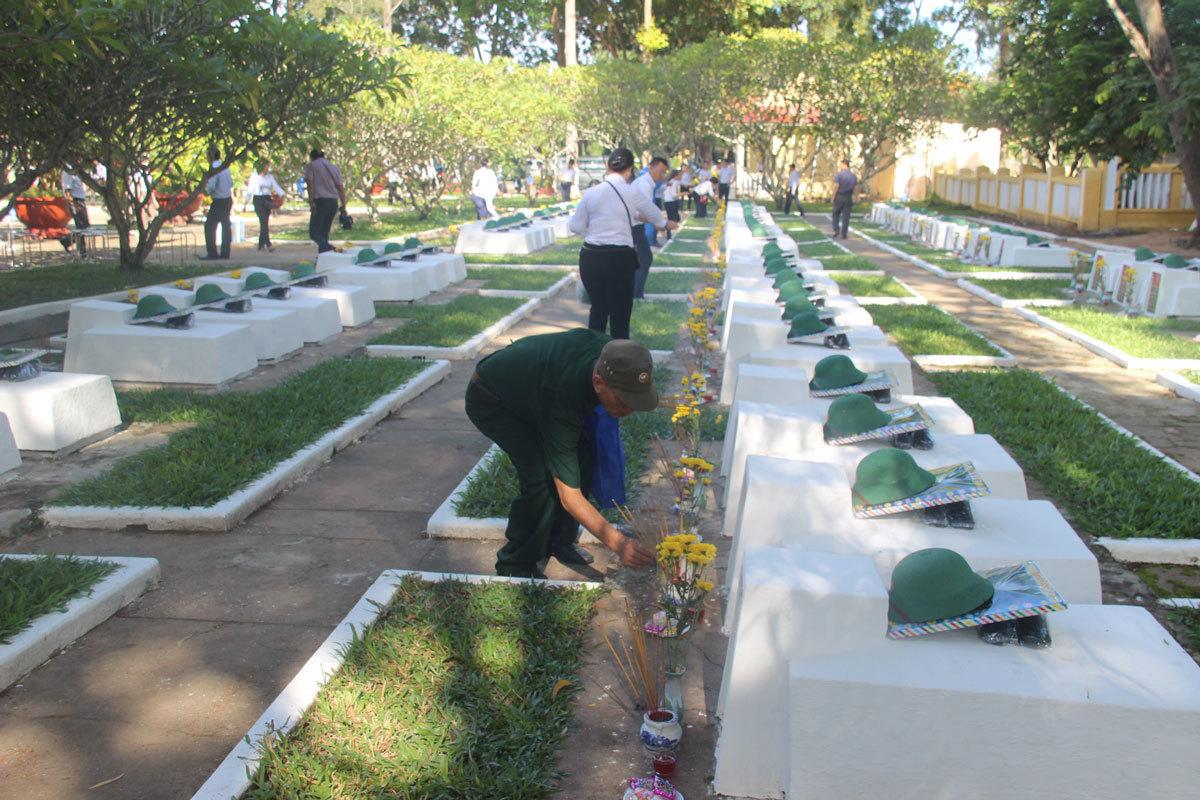 Nguyễn Mạnh Hùng,Tây Ninh,nghĩa trang liệt sĩ,Bộ Thông tin truyền thông