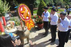 Đoàn Bộ TT&TT viếng nghĩa trang liệt sỹ Giao bưu - Thông tin R