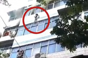 Cháy nhà, mẹ tuyệt vọng ném hai con từ tầng 4 trước khi thiệt mạng