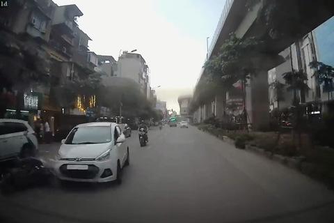 đâm nhiều xe phố Hoàng Cầu