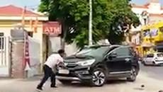 Nghi vấn bảo vệ ngân hàng đập phá ô tô ở Thái Bình