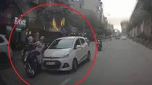 Lái xe 'điên' đâm va hàng loạt người từ Hoàng Cầu tới Hoàng Đạo Thúy