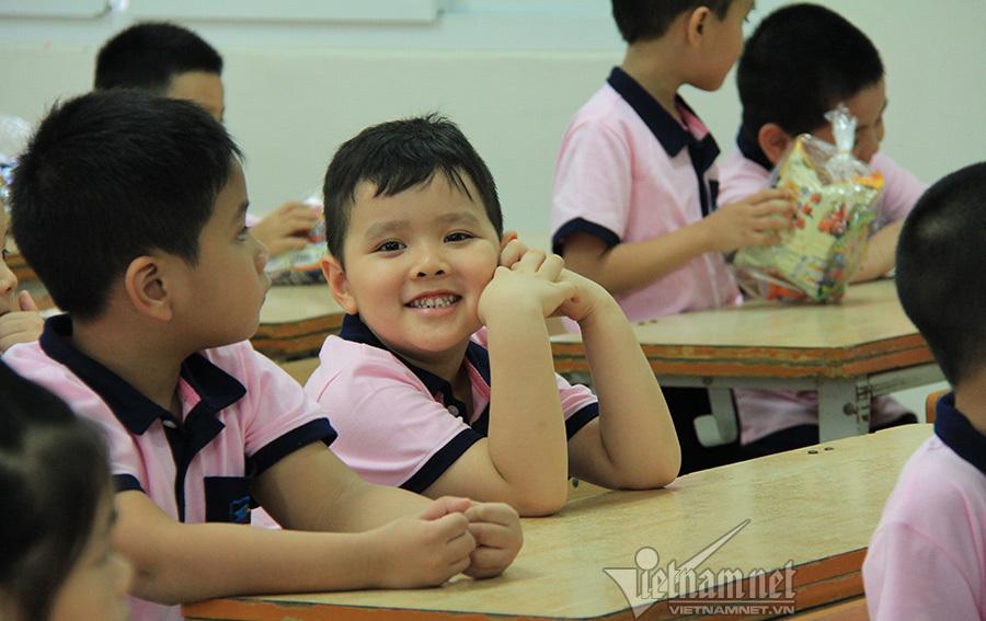 Màn trình diễn ấn tượng của 30 cô giáo tiểu học