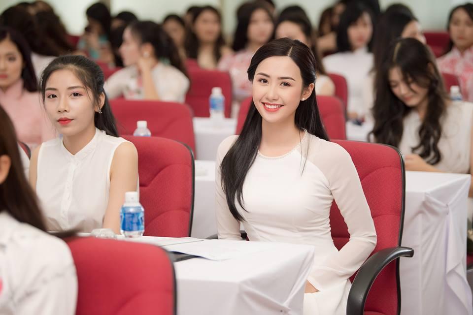 Nữ tiếp viên hàng không vẫn tiếp tục 'bay' nếu đăng quang Hoa hậu Việt Nam