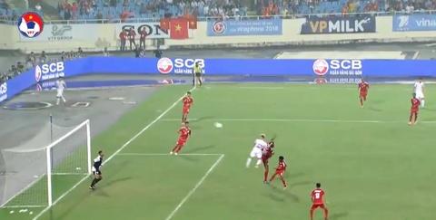 Văn Toàn đánh đầu dội xà ngang U23 Oman