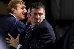 Chi phí bảo vệ ông chủ Facebook tăng lên 10 triệu đô/năm