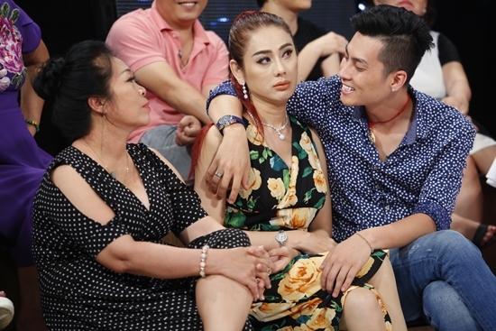 Lâm Khánh Chi quỳ gối 'van xin' mẹ chồng để bảo vệ tổ ấm