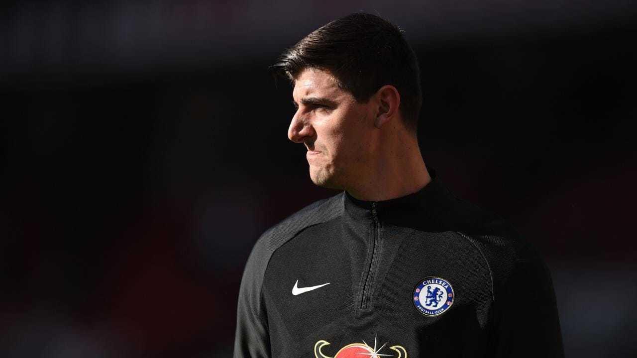 MU xong vụ Boateng, Chelsea bán tống Courtois