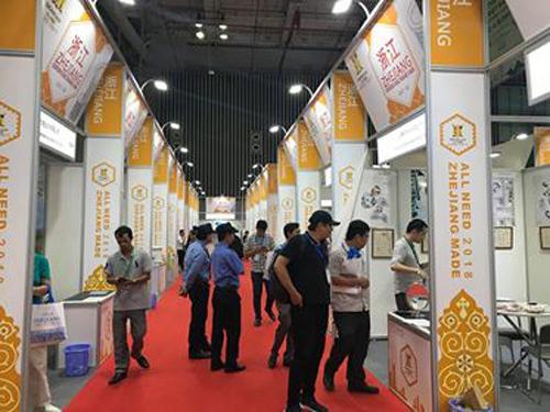 8000 lượt khách tham quan Hội chợ Hàng Xuất khẩu Chiết Giang