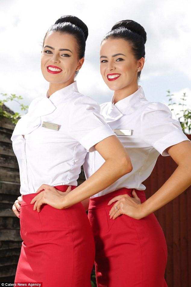 Vẻ đẹp cuốn hút khó rời mắt của cặp song sinh tiếp viên hàng không
