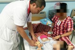 Nhiều bà mẹ sốc khi con 3-4 tuổi đã mắc u nang buồng trứng