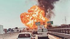 Xe bồn nổ tung như bom ở Italia, hàng chục người thương vong