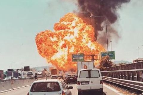 nổ xe bồn Italia