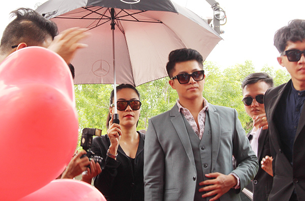 Trước Tôi là Lụa, Harry Lu từng xuất hiện trong các bộ phim điện ảnh như Hương Ga và phim truyền hình Trở về phần ba. Năm 2016, anh được mời đóng vai chính trong phim Bốn năm, hai chàng, một tình yêu. Ngoài đóng phim, Harry Lu từng theo học ngành Thương mại - Marketing.