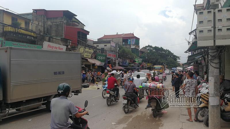 Hà Nội: Lái xe grabbike bị xe container cuốn vào gầm chết thảm