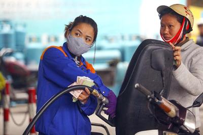Xăng tiếp tục tăng giá mạnh hơn 1.000 đồng/lít