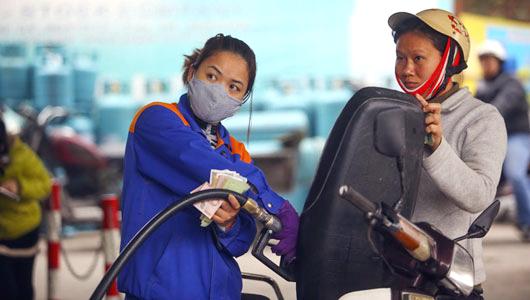 Giá dầu tăng, giá xăng giữ nguyên