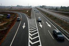 Những nguyên tắc khi chuyển làn trên đường cao tốc tài xế Việt cần nhớ