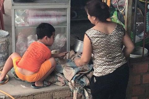Video cậu bé Việt cứu vịt khỏi bị giết lên báo Anh