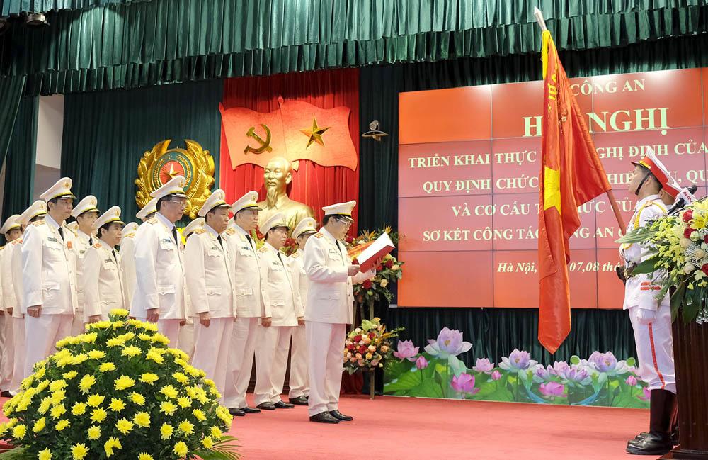 Thủ tướng Nguyễn Xuân Phúc,Nguyễn Xuân Phúc,Tô Lâm,Bộ trưởng Tô Lâm,Bộ Công an,tinh gọn bộ máy,công an