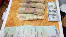 Bọc tiền lớn trong ba lô nữ hành khách bỏ quên trên tàu