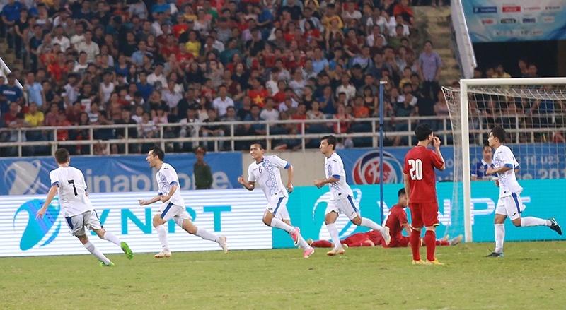 U23 Việt Nam: Lại phải cảm ơn... U23 Uzbekistan!