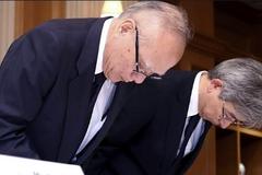 Lãnh đạo ĐH Y khoa Tokyo cúi đầu xin lỗi vì bê bối sửa điểm thi