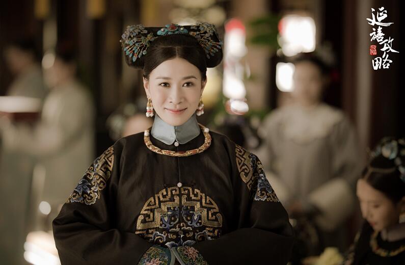 Vai Nhàn phi do gương mặt quen thuộc Xa Thi Mạn đảm nhận. Tạo hình của cô xinh đẹp, sắc sảo và nhận được nhiều lời khen ngợi của khán giả.