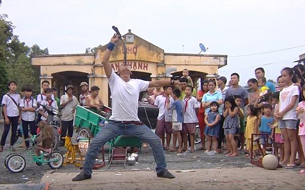 Cảnh đời cơ cực của 'siêu nhân nuốt kiếm' Minh Nhật