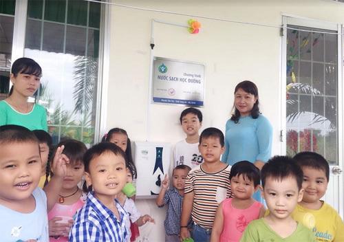 27 trường học ở Long An có máy lọc nước mới
