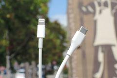 Apple có thể bị buộc phải bỏ cổng kết nối Lightning