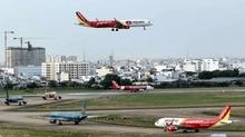 Mất điện đường lăn, Tân Sơn Nhất phải dùng xe dắt máy bay