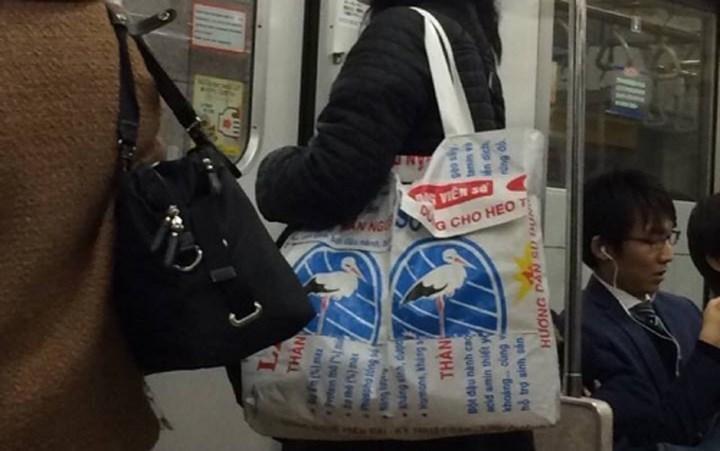 Người Nhật biến bao cám 'đồng nát' thành túi hàng hiệu giá trăm đô