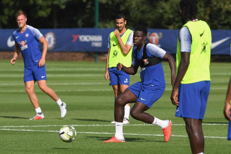 MU bất ngờ đàm phán mua trung vệ 'hàng thải' Chelsea