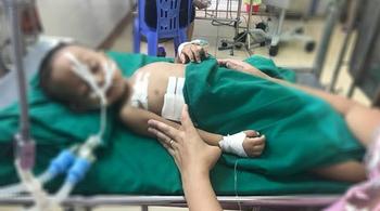 Bé trai 19 tháng tuổi bị đạn bắn vào ngực