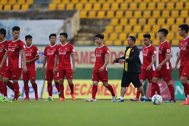 U23 Việt Nam suýt thất thủ giữa 'biển' người hâm mộ Bình Dương