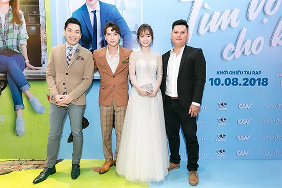Bên cạnh những chia sẻ của hai diễn viên chính, đạo diễn Tín Lương cũng như NSX Minh Beta cũng chia sẻ về quyết định lựa chọn những gương mặt hoàn toàn mới trong dự án vì muốn tạo cho các diễn viên trẻ một cơ hội để tỏa sáng.