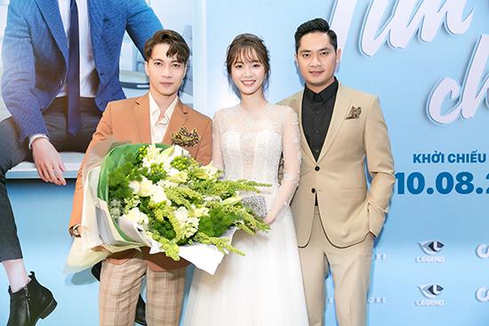 Song Luân cũng có mặt để chúc mừng ra mắt bộ phim Tìm vợ cho bà.