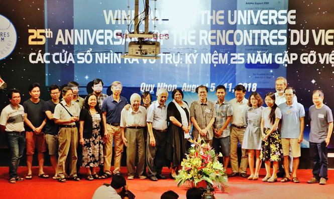 GS Đàm Thanh Sơn: 'Đừng ngần ngại chia sẻ khó khăn'