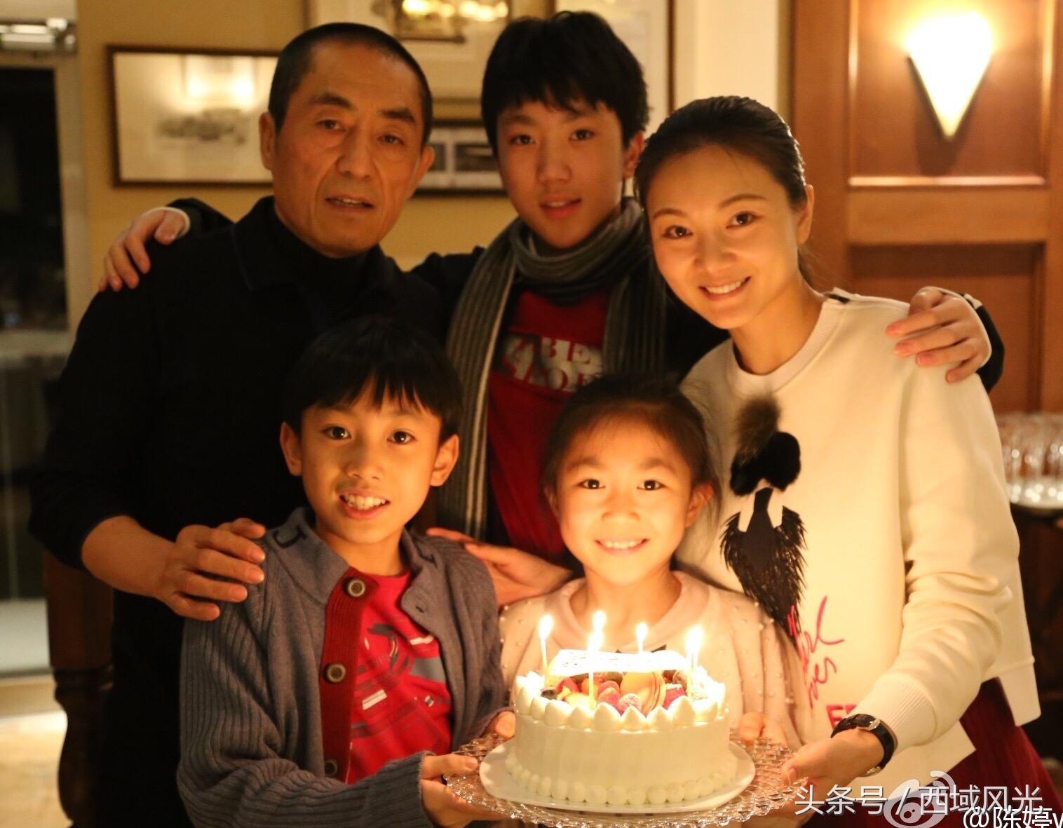 Trước Trần Đình, Trương Nghệ Mưu từng có một đời vợ và một con gái nay đã 35 tuổi. Ông ly hôn người vợ đầu vì nảy sinh tình cảm với minh tinh Củng Lợi, nhưng sau cùng, cặp bài trùng ăn ý trong điện ảnh này cũng không đến được với nhau.