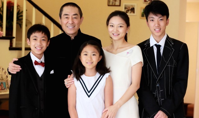 Vợ chồng Trương Nghệ Mưu hạnh phúc bên hai con trai (17 tuổi và 14 tuổi), một con gái (12 tuổi). Trần Đình thường xuyên chia sẻ hình ảnh của cả gia đình hoặc hình ảnh liên quan tới phim của chồng trên trang cá nhân.