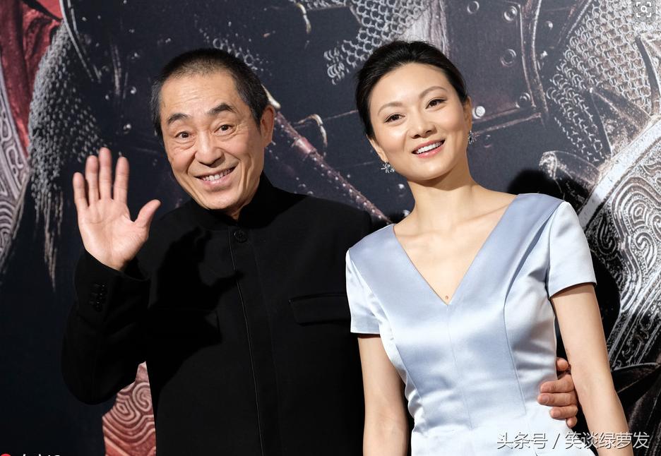 Trái với sự nghiệp nhiều thăng trầm, cuộc sống đời tư của Trương Nghệ Mưu rất êm ấm bên người vợ Trần Đình kém ông 31 tuổi. Chị là diễn viên múa, quen biết và yêu vị đạo diễn nổi tiếng từ năm 18 tuổi.