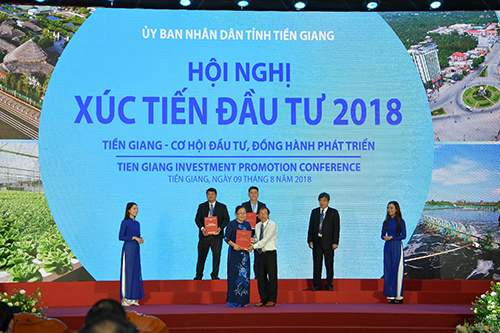 Vietcombank trao hợp đồng tín dụng cho doanh nghiệp Tiền Giang