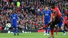 MU hạ Leicester: Mourinho hạ mình và cái trừng mắt của Pogba