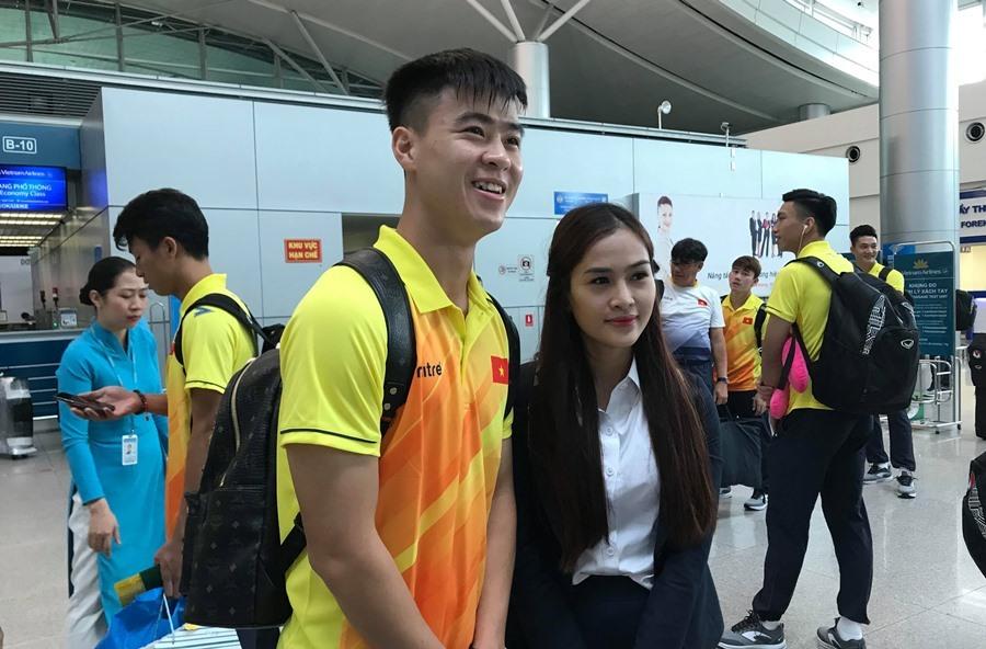Olympic Việt Nam bị 'quây' trước giờ lên máy bay dự Asiad