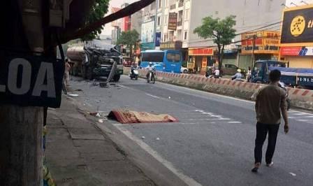 Tai nạn giao thông liên hoàn, xe tải chồm chết 1 phụ nữ đi bộ