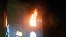 Cháy ở tòa nhà Diamond Plaza, khách chạy tán loạn trong đêm