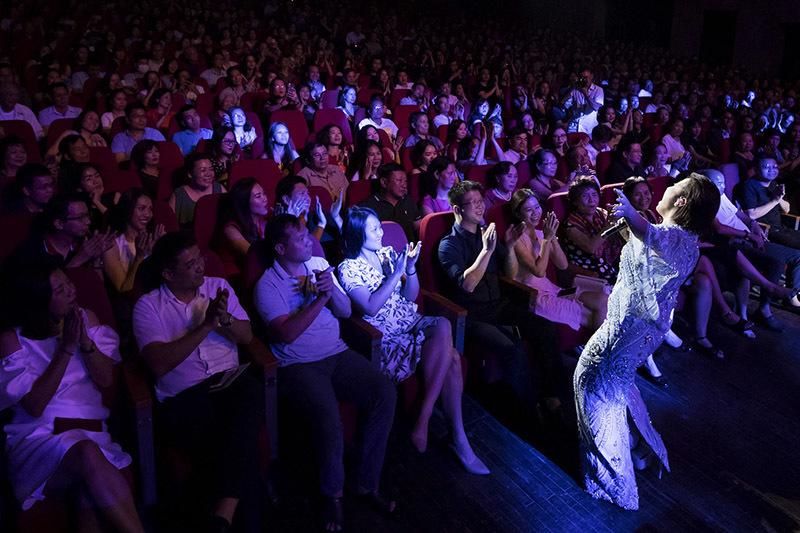 Mỹ Linh làm sống lại cả một trời thanh xuân trong tour diễn