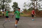 """U23 Việt Nam tập trên """"thửa ruộng"""" trước cuộc đối đầu Pakistan"""
